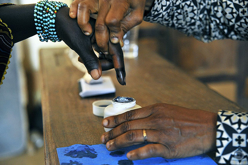 Voting in legislative 2012 by-elections in Grand Laho, Côte d′Ivoire (Photo: UN/Hien Macline)